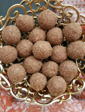 toasted quinoa energy balls with dates